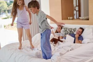 kids-jumping-on-the-bed-of-their-parents-768x513