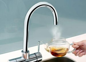 adding-hot-water-to-a-cup-of-tea-768x555