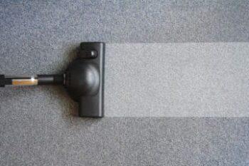 carpet-washer-removing-dirt