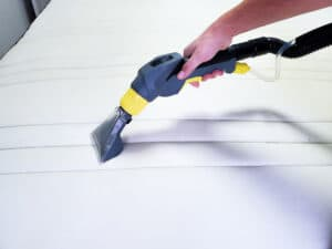 cleaning mattress using vacuum cleaner