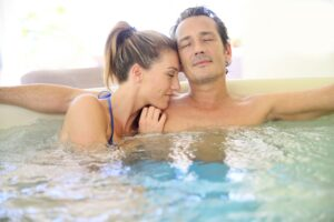 couple-in-a-hot-tub