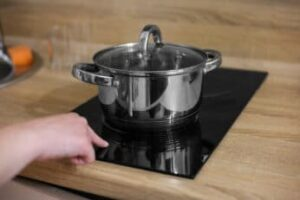 touching-an-induction-hob-while-its-turned-on
