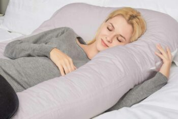 expecting mom using a U-shaped pillow