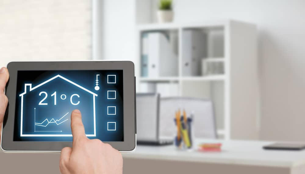 how does a smart thermostat work