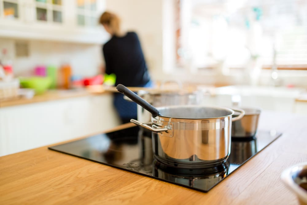 how does an induction hob work