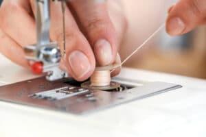 threading a bobbin