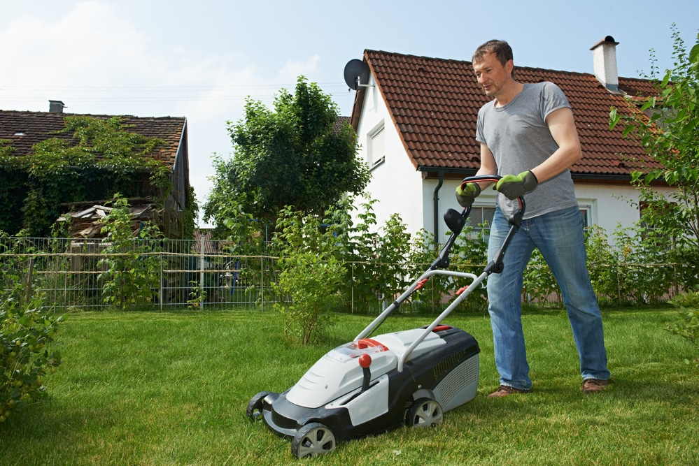 How Does an Electric Lawnmower Work