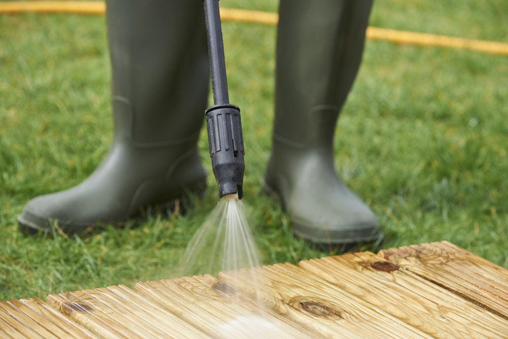 How to Attach a Garden Hose to a Pressure Washer