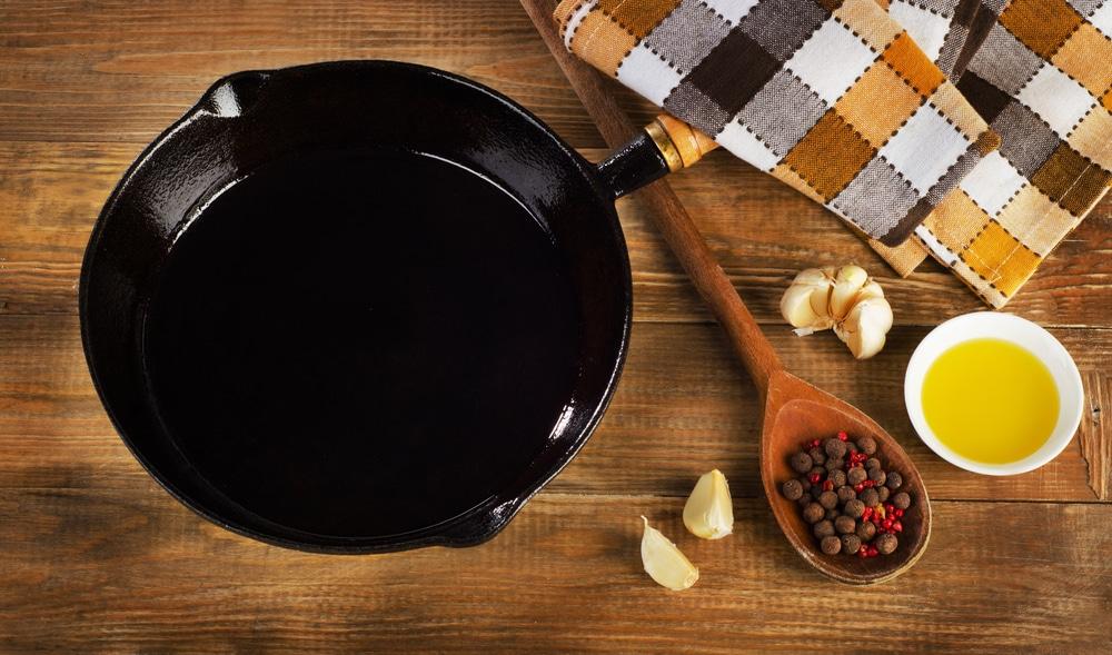how to season a frying pan